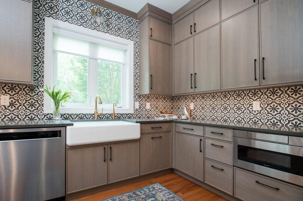 Transitional kitchen with light brown cabinetry and patterned tile backsplash